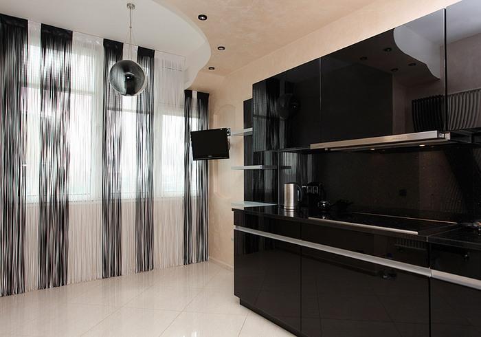 нитяные занавески в кухне