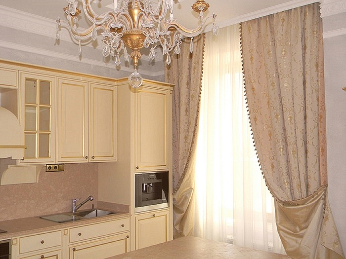 портьеры в кухне в класическом стиле