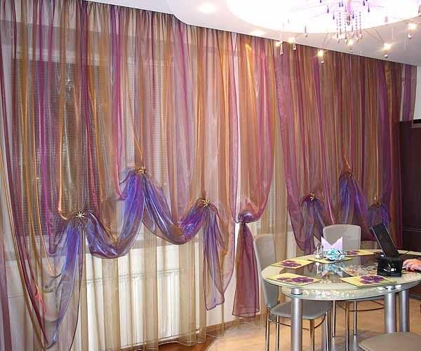 присборенные шторы из органзы в столовой