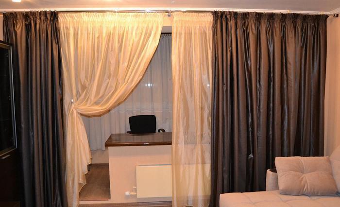 шторы для гостиной с балконом как перегородка