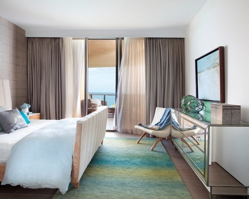 тюль и портьеры модерн в спальной комнате