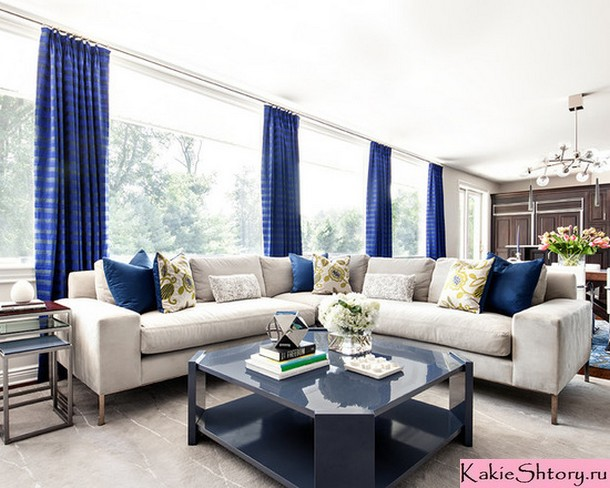 синие портьеры в гостиной
