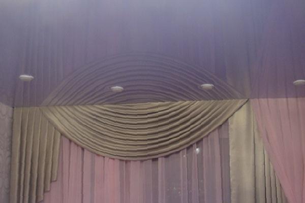 шторы и гардины для натяжного потолка