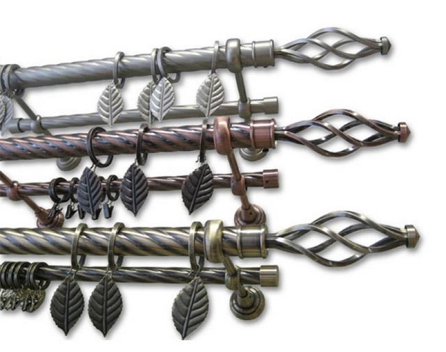 кованые карнизы с декоративными крючками для штор