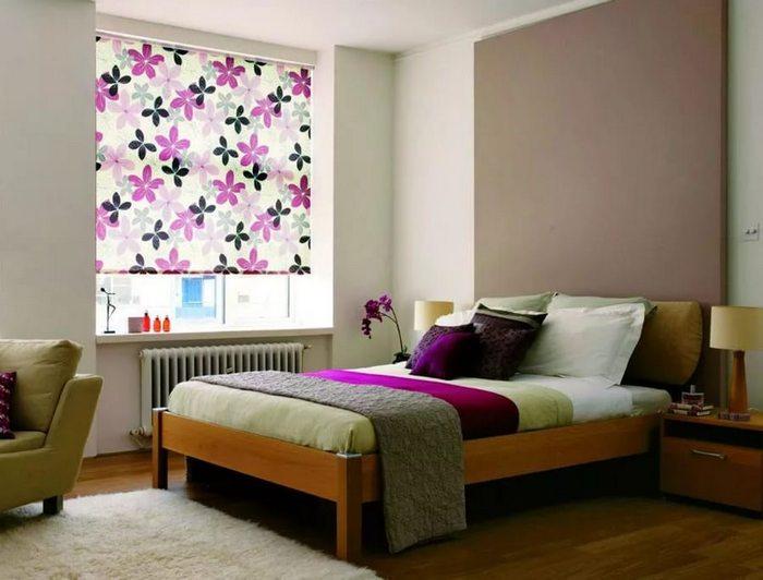 фото кассетных рулонных штор в спальной комнате