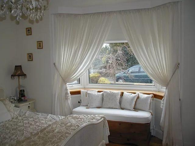шторы для спальни с эркерным окном