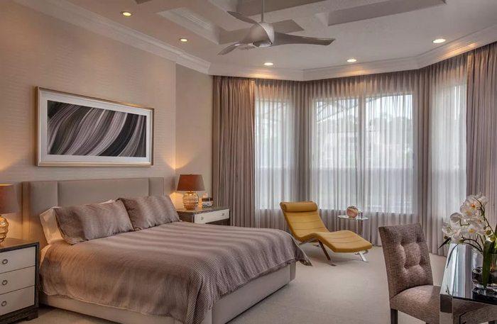 занавески для эркерного окна в спальне