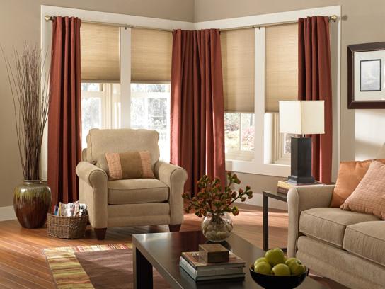 портьеры терракотового цвета в гостиной