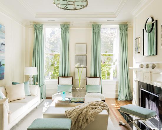 светло-зеленые портьеры в гостиной комнате