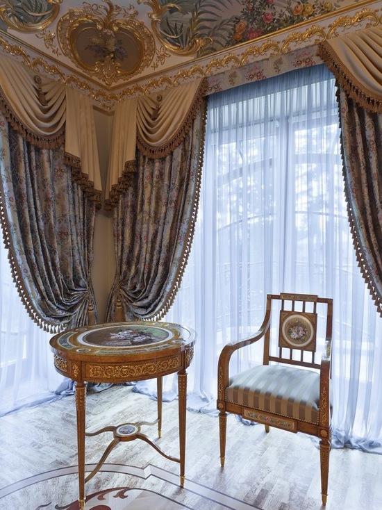 деор и цвет портьер в стиле барокко