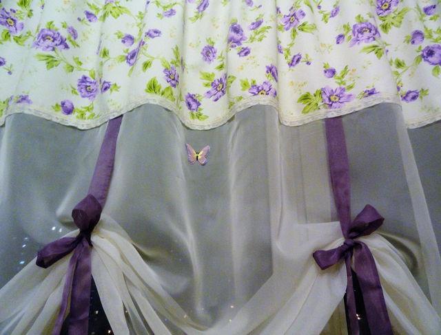 летние римские шторы с цветочным рисунком