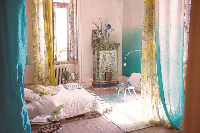 шторы из органзы для лета в спальне