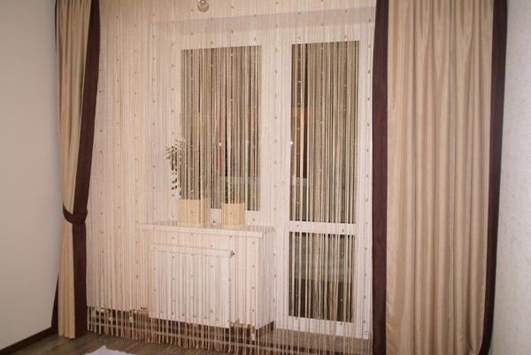 фото шторки кисеи в спальне с балконом