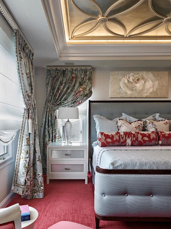 сочетание портьер и римских штор с пальной комнате