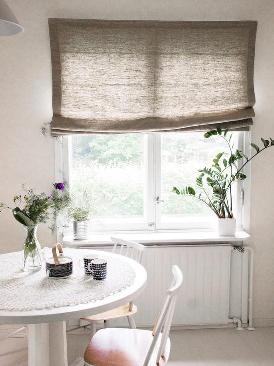 льняная римская штора в кухне
