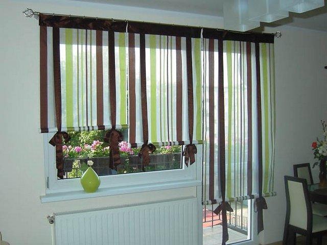 римские шторы на окне и балконной двери