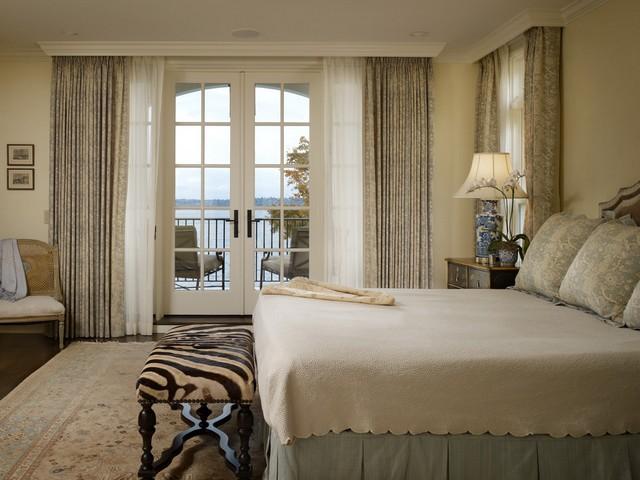 портьеры для спальной с выходом на балкон