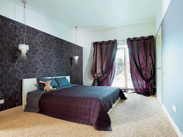 занавески в спальне с балконом