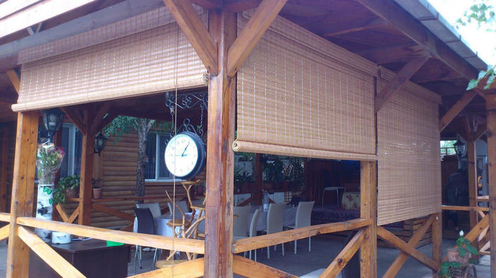 рулонные шторы из бамбука для веранды