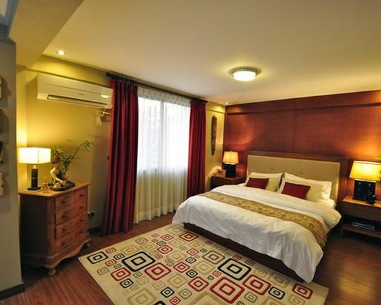 бордовые портьеры в спальне