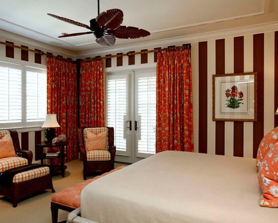 красные шторы в спальне в классическом стиле
