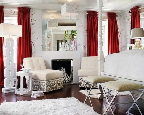 белая классическая гостиная с красными шторами