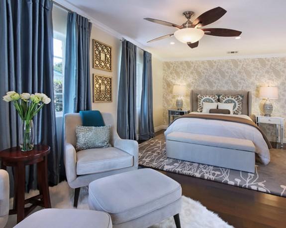 ярко-голубые шторы для спальни