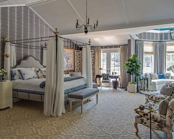 сальня и кровать с пологом