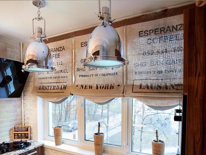 занавески из кофейных мешков в кухне