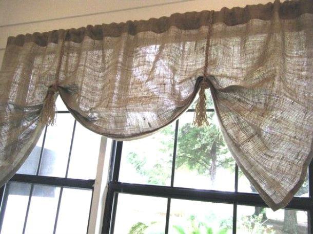 занавески с подвязками из мешковины