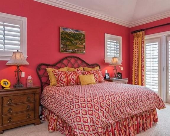 желто-оранжевые шторы к розовым стенам в спальне в восточном стиле