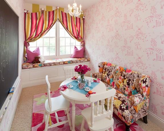шторы с вертикальной полоской под розовые стены в детской