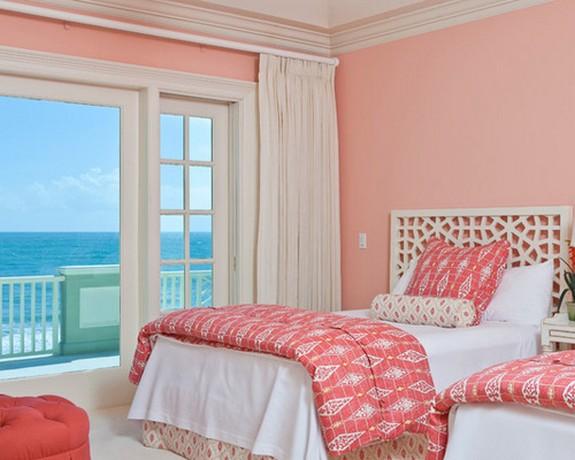 белые шторы под розовые стены