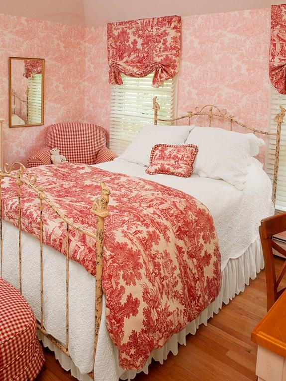 шторы прованс под розовые обои в спальне