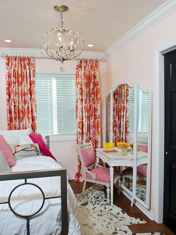 шторы с розовыми цветами под розовые стены