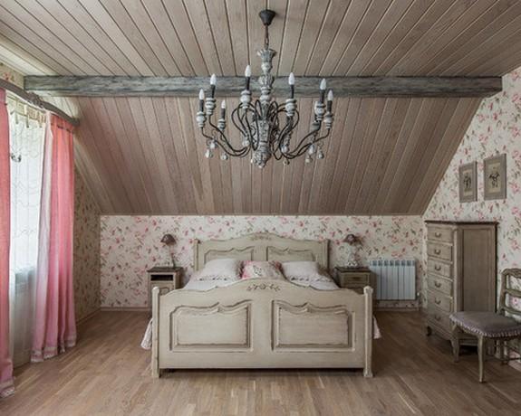 розовый тюль в серо-розовой спальне