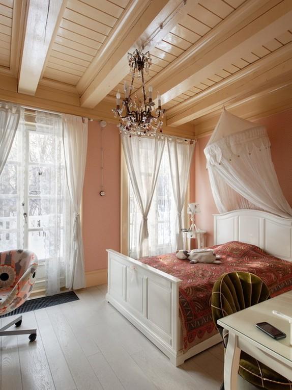 белый тюль к розовым стенам в спальне