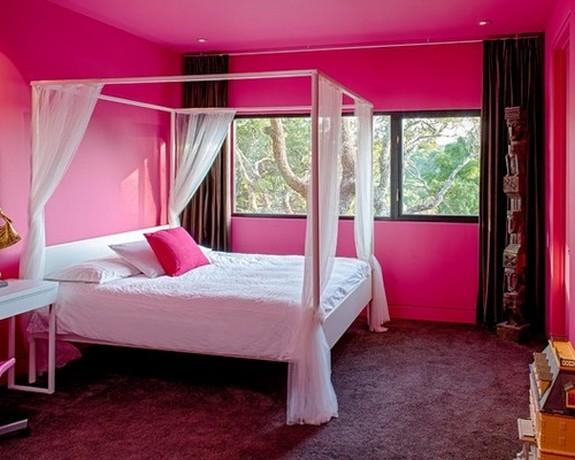 коричневые шторы под розовые стены спальни