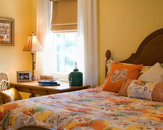 римская штора и тюль к желтым стенам