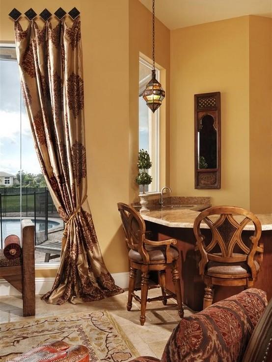 коричневые шторы под желтые стены
