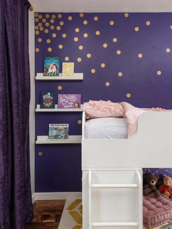 фиолетовые шторы к фиолетовым обоям детской комнаты