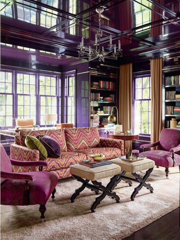 бежевые портьеры к фиолетоым стенам в гостиной