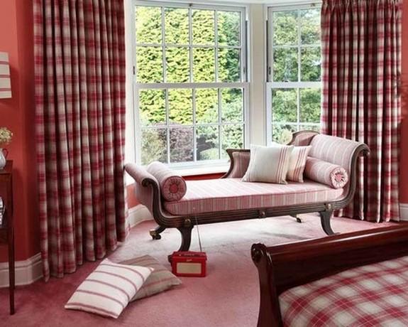 клетчатые шторы и такая же обивка мягкой мебели
