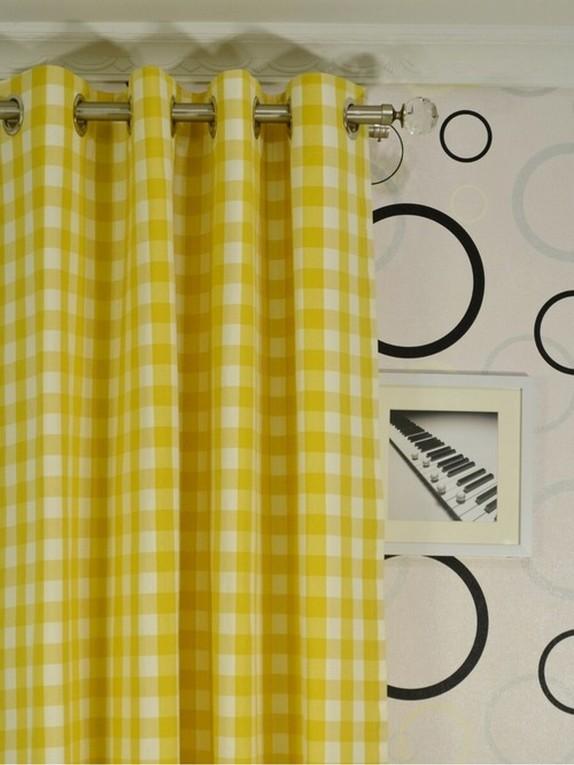 шторы в желтую клетку