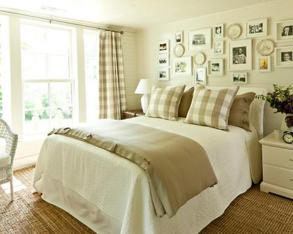 подушки и шторы в клетку в оформлении спальной комнаты