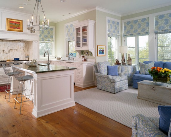 общая расцветка штор в кухне-гостиной