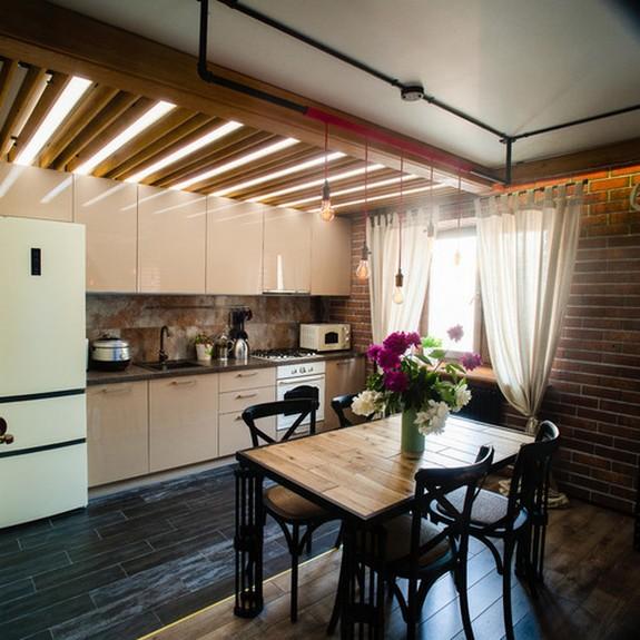 легкий тюль в кухне с гостиной