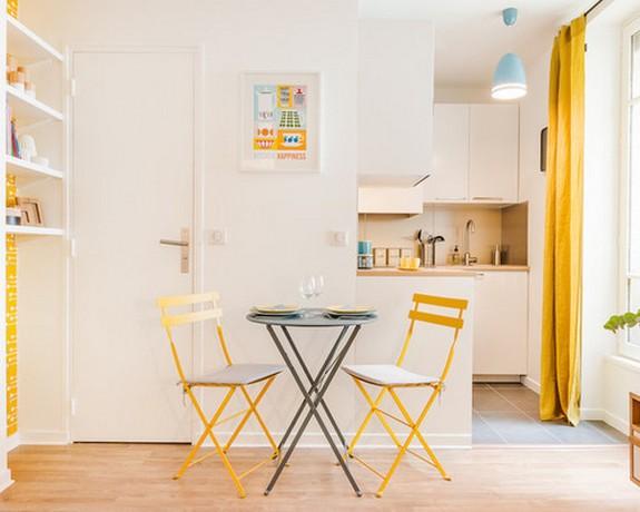 оранжевые шторы в кухне с гостиной