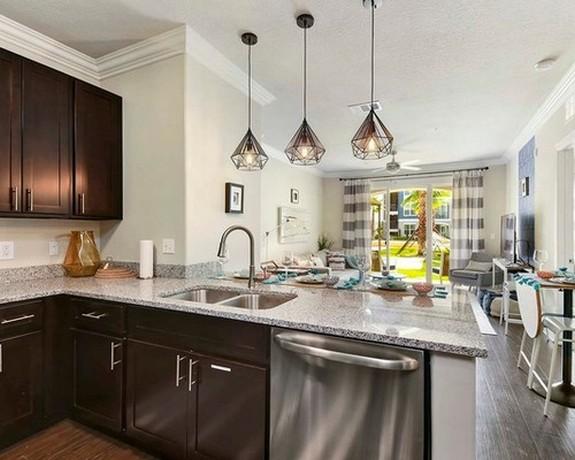 клетчатые шторы в кухне-гостиной