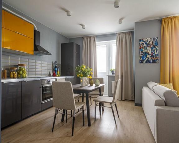 разный цвет штор в общей кухне-гостиной